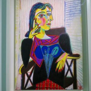 ピカソ 戦争とゲルニカの時代 1937年(55歳)〜 ピカソの最高傑作 ゲルニカ 反戦 泣く女 ドラ・マール この時代のピカソの生活とは? 各地でピカソの展覧会