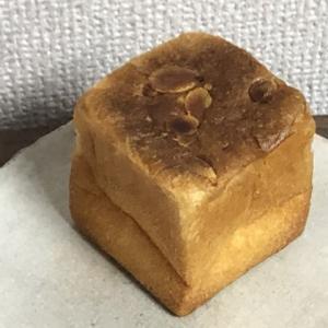 【三宮・花時計前】クリームが濃ゆい!「タヒチバニラのクリームパン」(ブーランジェリー コム・シノワ)