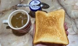 食パンとヨーグルト
