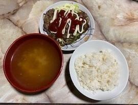 ハンバーグとお味噌汁