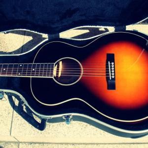 エレキギター弾きとアコギ