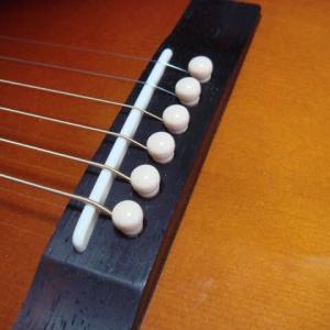 アコギのブリッジピンと弦を交換