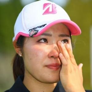 アマチュア優勝でプロ転向の古江彩佳 ラウンド中はクールも…最後の最後に涙