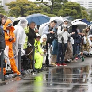 皇居前には数百人 何度も万歳「日本国民で良かった」・・本当にそう思う。