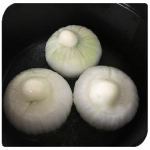 ストウブのレシピ「新玉ねぎのシンプル蒸し」を作りました。パロディ動画2選。