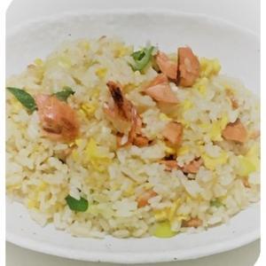 鮭のチャーハン(キッコーマン)、ブロッコリーとうずらのピクルス(macaroni)、ほうれん草とベーコンのキッシュ(クラシル)、茄子の炊き込みご飯(楽天)