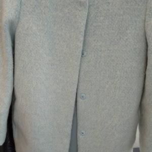 コートの袖についた古いシミ