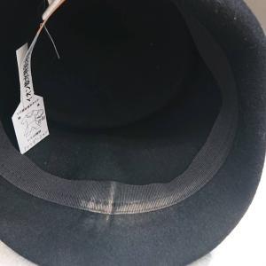 帽子の内側についたファンデーション