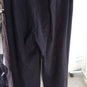 婦人パンツの裾についたペンキ