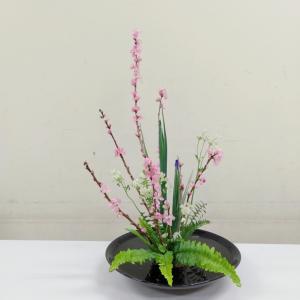 郵便局のロビーに飾る花
