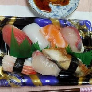 お昼ご飯にお寿司(^^♪