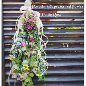 ドライフラワーで作る薔薇のミニリースアレンジです。壁に掛けたりドアリースにしたりと可愛...