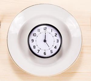 ダイエットを成功させる理想の朝食・昼食・夕食の時間は、それぞれ何時だと思いますか?