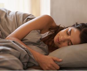 眠れない、寝付けないと悩んでいる方、「誰でもできる7つの方法」を試してみませんか?