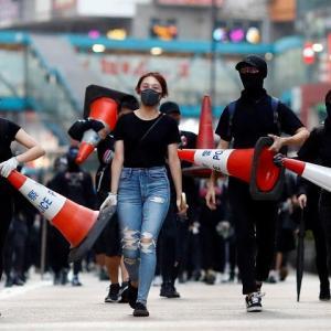 香港警察は暴力集団と化している