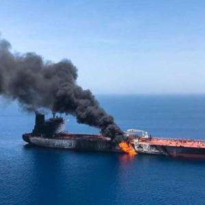 日本のタンカーが攻撃される
