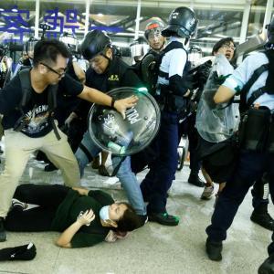 香港で戒厳令が発動されるのか・・・