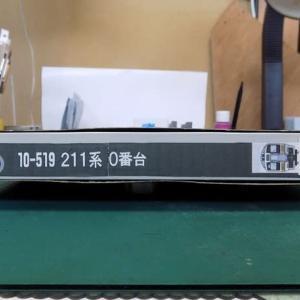 KATOの単品の頃の211系0番台10両編成を弄る