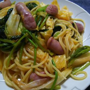 あり合わせ野菜とソーセージのパスタ(*^^*)