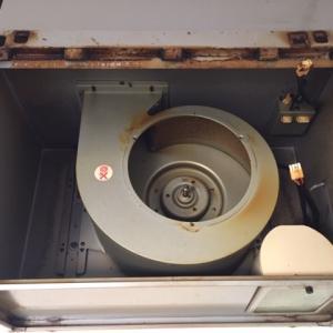 【レンジフードクリーニング】湯沢市内賃貸物件 長年の油汚れとたばこのヤニをしっかり除去!