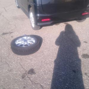 【タイヤ交換】車は動けばいい・乗れればいいを反省してみました。ごめんよ、わたしの車(猛省)