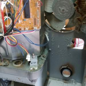 【ストーブ分解掃除・修理】大量のホコリを除去・傷んだ部品は交換して安全安心な冬にしましょう。