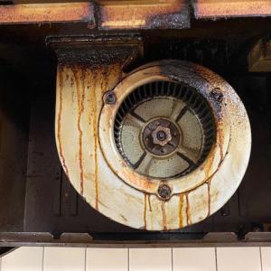 【レンジフードクリーニング】13年間お掃除していないレンジフードは油まみれになっていました。