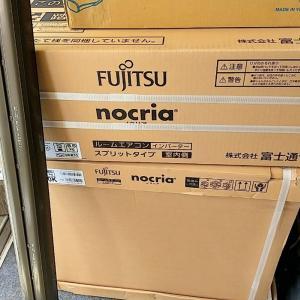 【エアコン工事】横手市平鹿町でエアコン工事。外壁に合わせて茶色の配管化粧カバーを付けました。