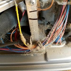 【ストーブ分解掃除・修理】エラーが出る。においがする。燃焼がおかしい。お早めにご依頼ください。