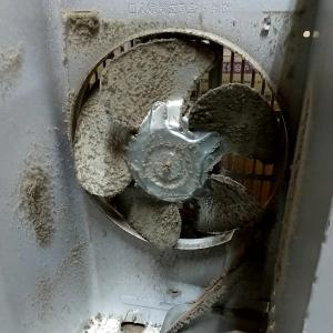【ストーブ分解掃除・修理】内部に大量のホコリが詰まったストーブが増えてきています。