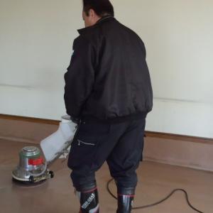 【ハウスクリーニング】お隣「精養軒倉内店さま」で剥離・床ワックス掛け  10ヶ月分の油汚れを除去
