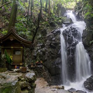 龍伝説残る滝(権現の滝)