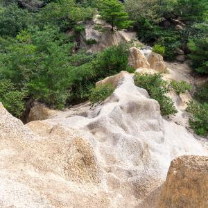 奇岩と地獄谷下降(芦屋地獄谷)