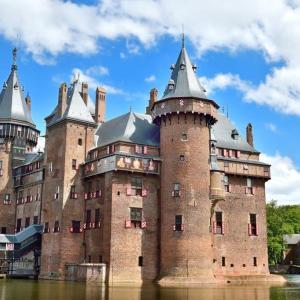 オランダの緑、白、赤い街