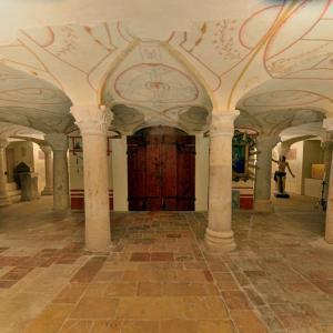 カテドラル(サンフェリシアーノ大聖堂)のクリプタ…フォリーニョ