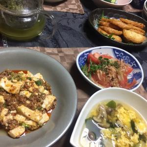 麻婆豆腐、トマトと大葉のサラダ、白菜としめじ、わかめの中華かき玉スープ
