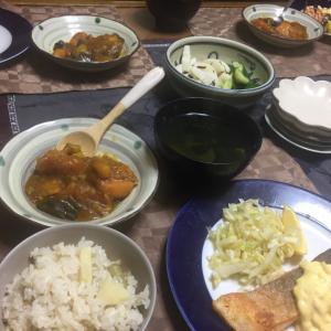 鮭のムニエル、カボチャと茄子のカレー煮、蕗と筍の炊き込みご飯、若竹汁