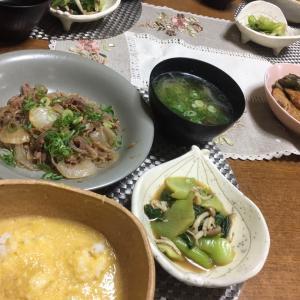 チャプチェ風牛肉炒め、とろろご飯、青梗菜としめじの辛子ポン酢和え