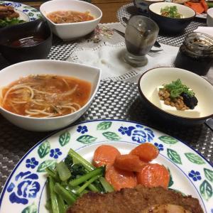 豚ヒレかつとハムステーキ盛り合わせ、千切り野菜とパスタのスープ、納豆冷奴