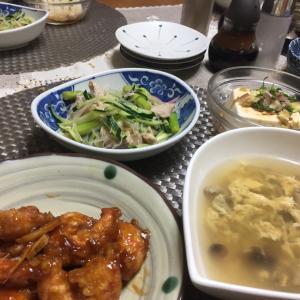 海老の天ぷら醤油炒め、春雨サラダ、キノコのかき玉スープ、変わり冷奴