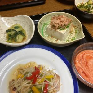 豚肉の粕漬け焼き、冷奴、青梗菜の出汁煮、トマトジュースと豆乳のスープ