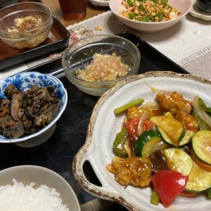 夏野菜の酢豚、鶏レバーとひじきの煮付け、焼きナス