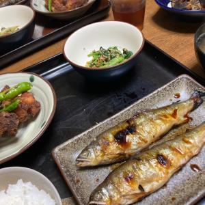 鮎の塩焼き、手羽元の唐揚げ、間引き菜の胡麻和え、豆腐とワカメのお味噌汁