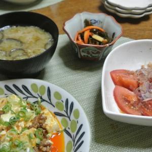 麻婆豆腐、トマトのポン酢サラダ、茄子とそうめんの味噌汁