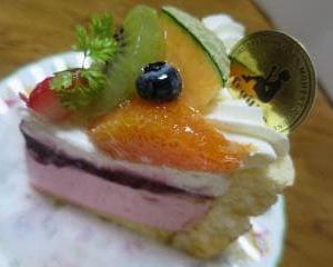 岡山駅でル・フォワイエのケーキを買う