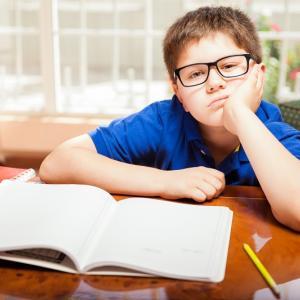 子育て:宿題に追われてる?子どもの自主性を育てる方法