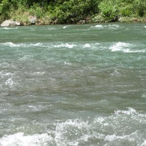 水の流れる音