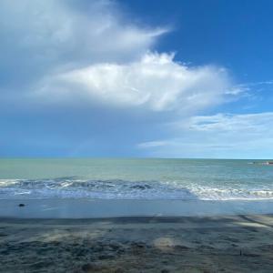 アンダマン海の虹を見ながら読書