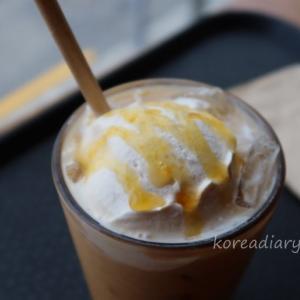 韓国スタバ オレンジ風味のブロンドサマーラテ。