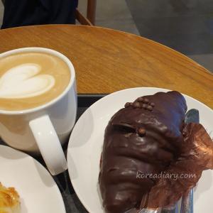 韓国スタバ 牛乳クリームチョコクロワッサン♪